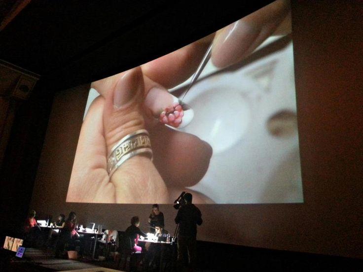 Nails on the 20 meter cinema screen Körmök a 20 méteres mozivásznon