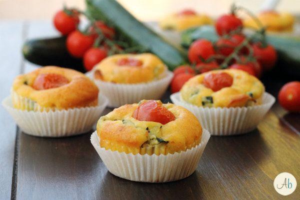 Muffin Salati Zucchine e Pomodorini - perfetti per buffet e picnic, buonissimi e sfiziosi bocconcini vegetariani amati anche dai bambini.