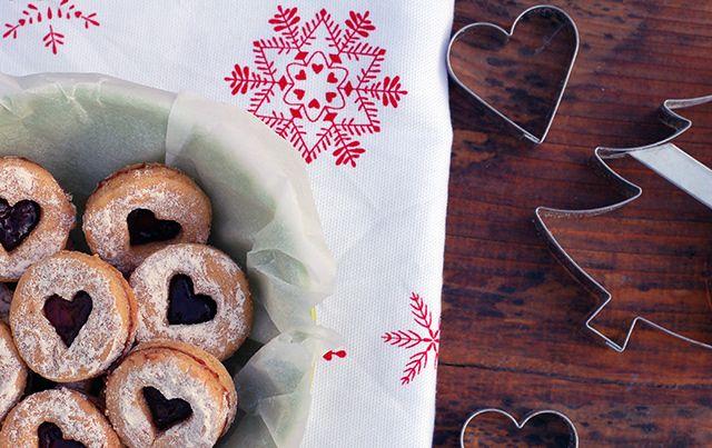 Linecké koláčiky na Vianoce nesmú chýbať. Tento zdravý recept na prípravu vianočného lineckého pečiva už viac nevymeníte! Vianočné pečenie je zdravé a chutné!