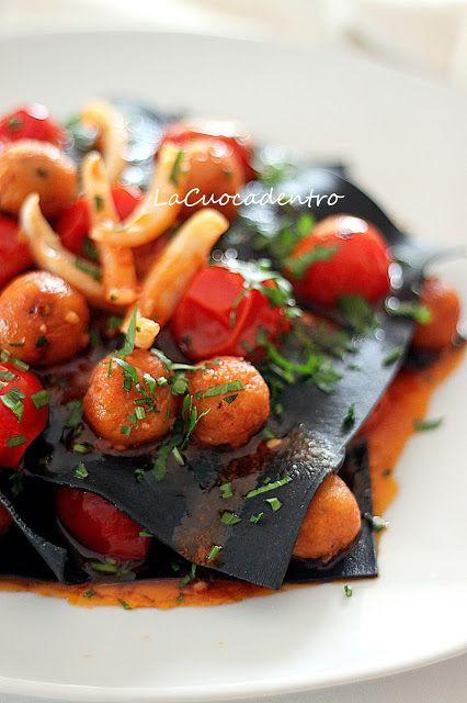 open lasagne black mixture to cuttlefish sauce / Lasagne aperte di impasto nero al sugo di seppie #pomodoro #ricetta #recipes #tomato #recipe #italianrecipe