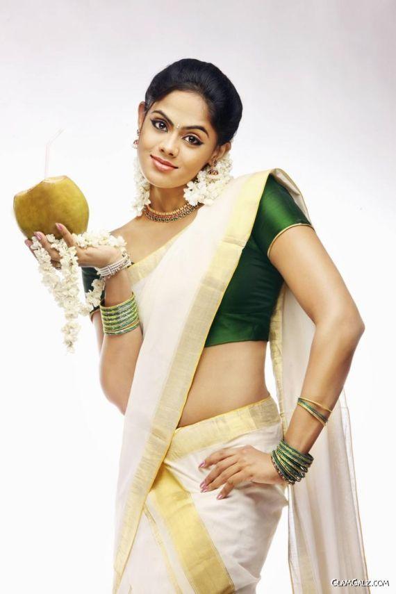 Beautiful Tollywood Actress Karthika Nair