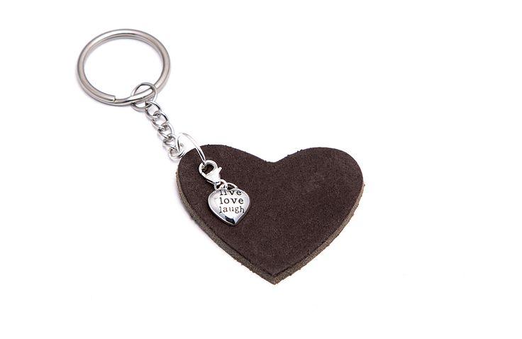 """Rvs sleutelhanger met leren hart en zilveren bedel met tekst """" love, live, laugh """""""