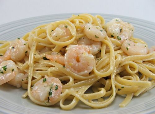 garlic butter shrimp over pasta -- super easy recipe! i cannot wait to make this!