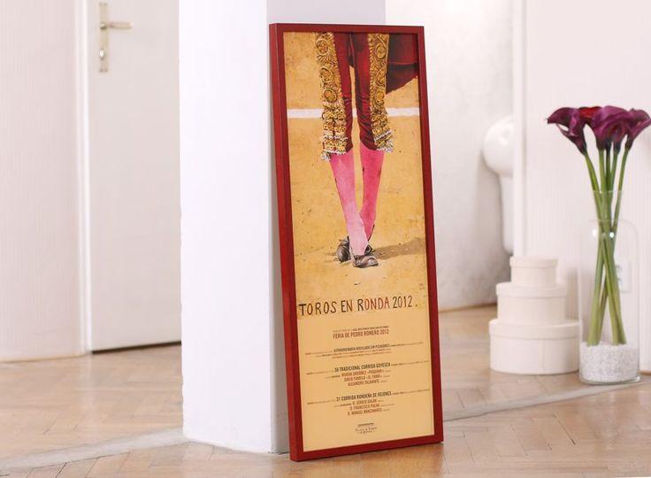 Even a simple #poster may become a valid part of #interior ... A fine wooden #pictureframe by @liracz from @larsonjuhl group has a wonderful red #lacquer with fine #patina . #customframing #frameitcz #ramarstvi #ramovani #ramecky #interiordesign #bytovydesign #bydleni #corrida @ramovani #torosenronda #larsonjuhl #toros #ronda #homedecor #decoration #calla #kala