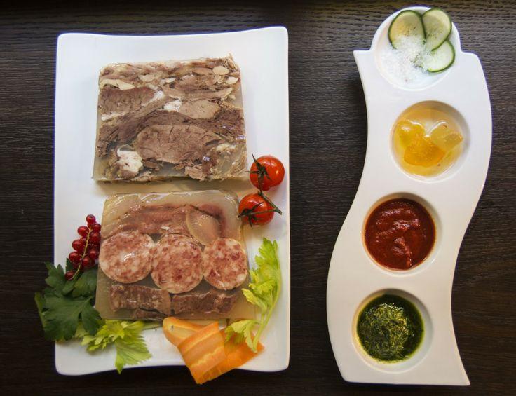 Bollito Misto: lingua, scaramella, muscolo, cotechino, gallina, testina e coda.  Seven different kinds of meat boiled in beef and chicken broth  http://www.lacapanninatorino.com