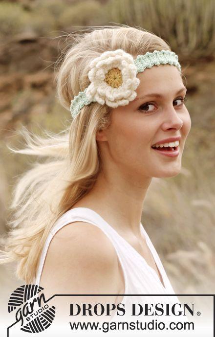 """Hæklet DROPS hårbånd i """"Paris"""" med Gerbera blomst.1920'er-inspireret hæklet hårband med fin blomst :-) Klik her for at se og printe opskriften.  Det skal du br"""