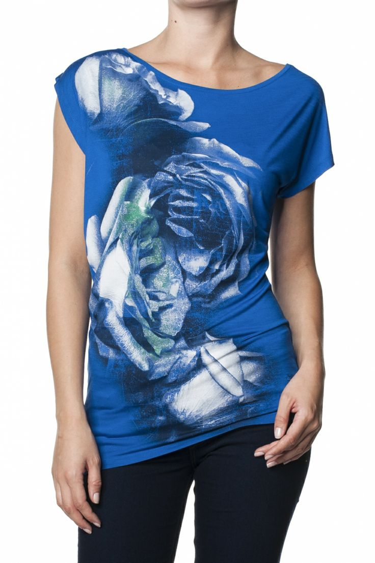 Asymmetric t-shirt with printed graphic