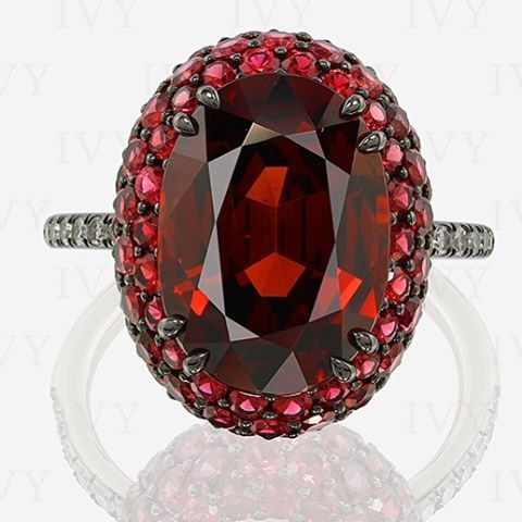 Spessartite, red spinels and diamonds in IVY Berry gold ring. #red #spinel #spessartite #ivy #ring #ivynewyork #handcrafted www.ivynewyork.com