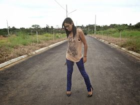 Estilo Camila Silva: LOOK ROQUE CHIQUE COM BOLSA DE FRANJA