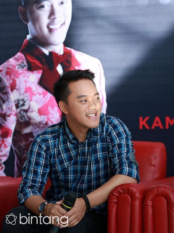 Juara Dangdut Academy Asia, Danang baru saja merilis single 'Bidadari Jiwa' . Pria asal Banyuwangi ini tidak menyangka mendapatkan kesempatan menyanyikan lagu dari pengarang legendaris asal Malaysia tersebut.   #Danang #Penyanyi #BidadariJiwa #Bintang #Indonesia