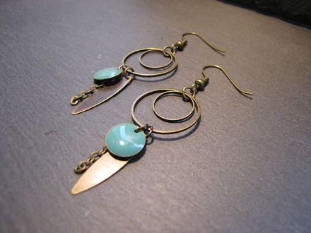 Boucles d'oreilles Angèle - sequin émaillé, navette laiton bronze - vert : Boucles d'oreille par les-bijoux-de-miss-poisson-rouge
