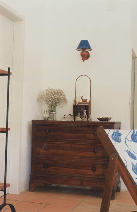 Suite: Quartos rústicos por Stoc Casa Interiores