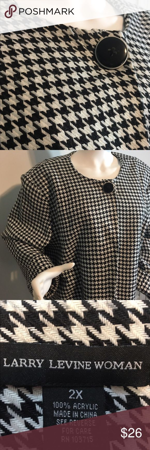 Black & White herringbone swing jacket Black & White herringbone coat, size 2x.  Fabulous condition, comes from a smoke free environment. The color is gray / silver Larry Levine Jackets & Coats