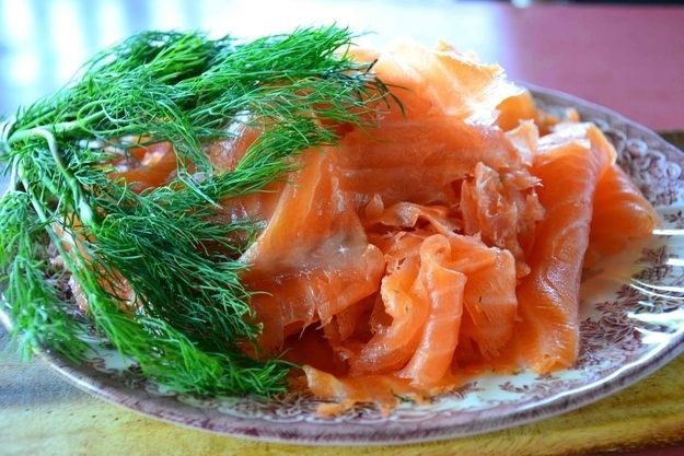 Graavilohi (salt-cured salmon).