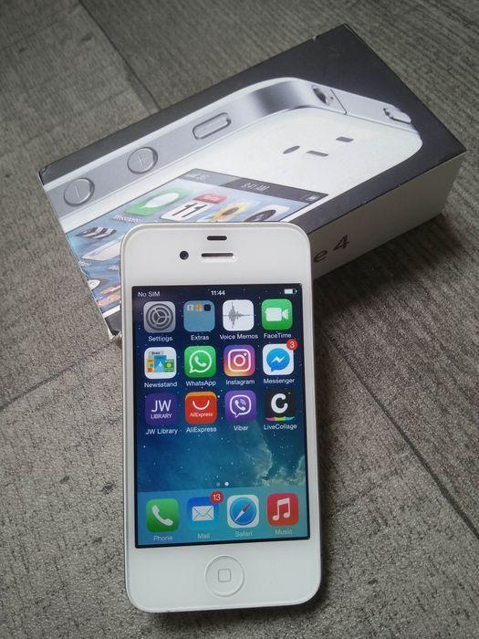 Apple iPhone 4 8GB - wit - in originele doos - simlock vrije - Model A1332 - met stevige cover  Apple iPhone 4 met 8GB van opslag wit. Wordt geleverd met originele doos originele handleidingen & papierwerk USB-gegevens/heffing kabel originele punaise voor het verwijderen van de sim-lade en een stevige flipcover. Voor hygiënische oorspronkelijke earpods zal niet doeleinden worden opgenomen.De serienummers op de iPhone en het vak overeenkomen wat betekent dat de telefoon wordt geleverd in het…