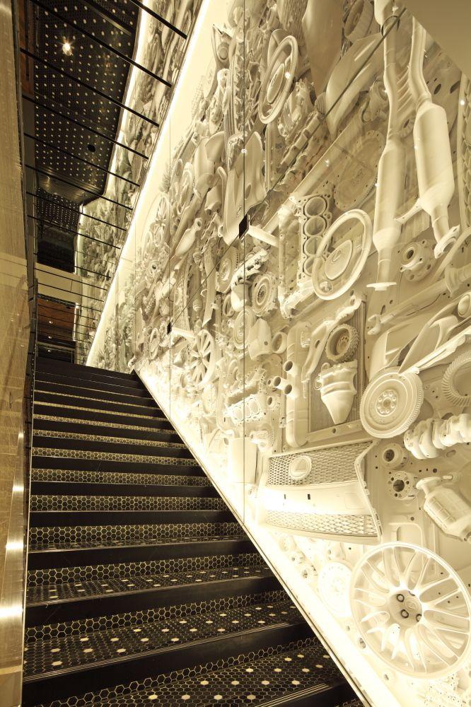カーパーツの壁(写真:トヨタ自動車)