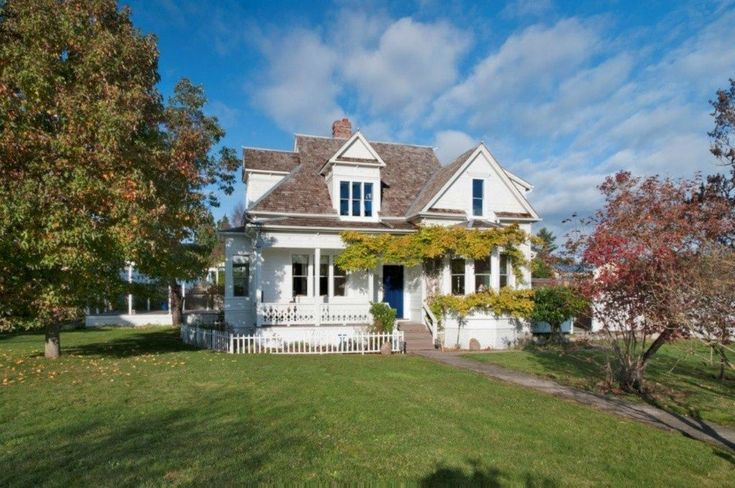25 best ideas about historic homes on pinterest for Pnw home builders
