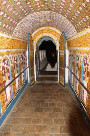 ダラダー・マーリガーワ寺院 (佛歯寺)のテキスタイルに魅了されて。スリランカ 観光・旅行の見所。