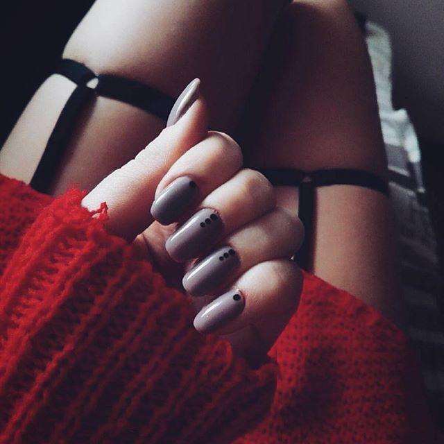 🖤 P R O M E E S 🖤  Link to online shop in BIO 🙂  #harnessbypromees #nadiabypromees #promees #harness #longlegs #red #nails #legs #longlegs #pasy #photooftheday