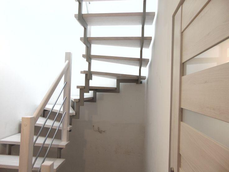 schody bielone na częściowej konstrukcji metalowej www.stolarstwoszudera.pl