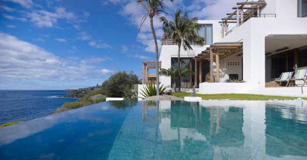 Waterfront House Coogeesits on an oceanfront property in a beach suburb of Randwick, Australia