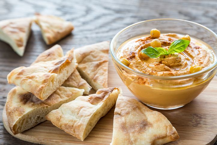 This is your basic hummus. To change it up a bit, add a cooked red pepper, or roasted beets or fresh herbs. This hummus is delicious on its own, but also makes a great foundation for new flavor variations like roasted pepper or fresh herb. Chapati, Healthy Snacks, Healthy Eating, Healthy Plate, Pumpkin Hummus, True Food, Kitchen Recipes, A Food, Healthy Vegetarian Recipes