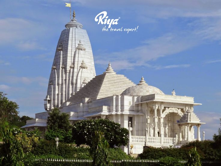 A marvellous architectural landmark of Jaipur, Birla Mandir was built in 1988. Unlike other Hindu temples, this one is influenced by the art of modern architecture. The spectacular shrine houses beautiful sculpted idols of Lord Vishnu, Goddess Lakshmi and many others. #birlamandir #jaipur #rajasthan #iconicindia #architecturallandmark #modernarchitecture #traveladdiction #wanderlust #beautifulplaces #magnificient #phenomenal #incredible #mondaymemories