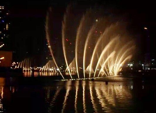 An amazing dancing fountain inside Dubai Mall!!!