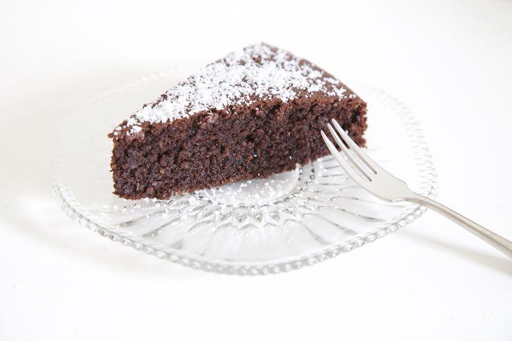 Goddelijk recept voor chocolade kokos taart!  Kijk voor het recept op: http://meisjevanhetlicht.com/recepten/chocolade-kokostaart/