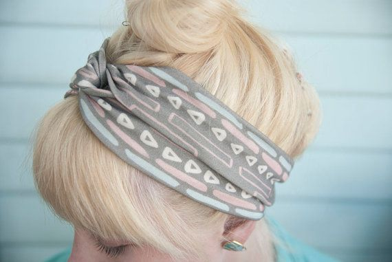 This would be so easy to make. A simple jersey knit with a fun pattern.