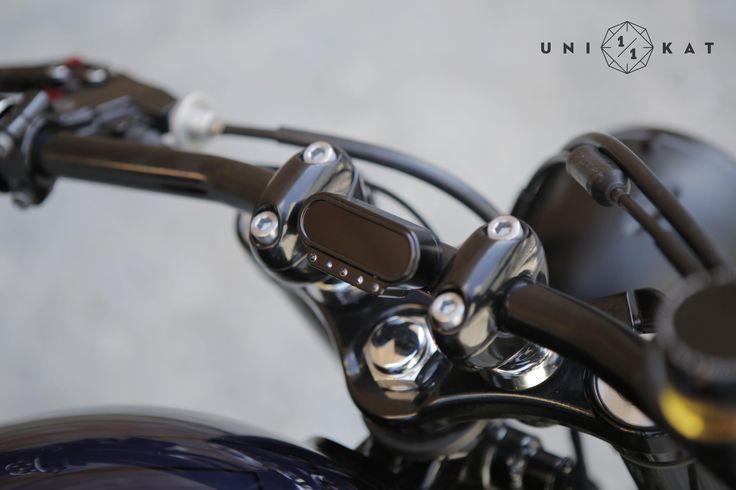 Motogadget Motoscope mini, this digital instrument makes that handlebar looks minimalist.