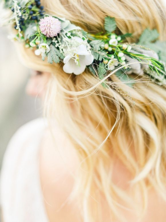 Coastal Bridal Inspiration with Organic Florals | Wedding Sparrow | Belle and Beau Photography