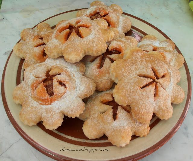 TIBERIS : ~~ Crespells de sobrasada ~~ Pastas dulces con sob...