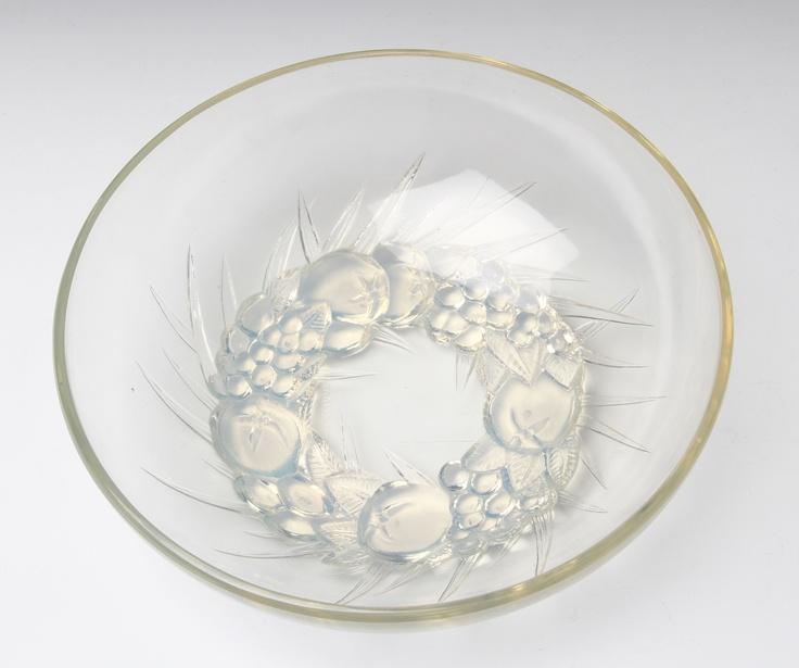 R. Lalique opalescent bowl in Mont-Dore pattern #rlalique