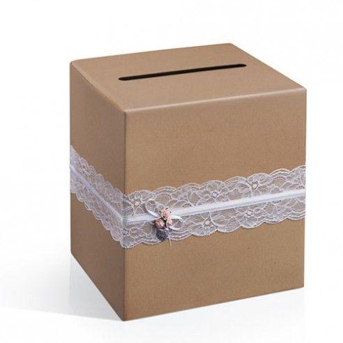 Kraft, witte kant, wit lint en roze roosjes staan centraal in de trouwaccessoires van de Natural Vintage collectie. Een subtiel klein bedeltje in hartvorm versieren de doos. Bovenaan de doos is een gleuf voorzien.