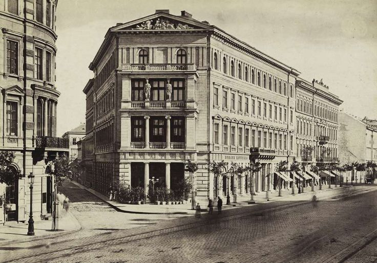 Bajcsy-Zsilinszky út (Váci körút), Placht-ház a Hajós utca sarkán. A felvétel 1877 körül készült. A kép forrását kérjük így adja meg: Fortepan / Budapest Főváros Levéltára. Levéltári jelzet: HU.BFL.XV.19.d.1.05.074