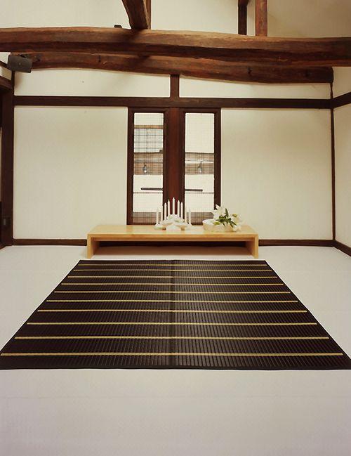デザイナーとのコラボで生まれた新しい「い草」の形 ラグや畳などの大きな敷物から座布団やスリッパなどの小物に至る […]