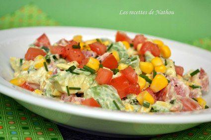 Salade à la mexicaine      1 avocat bien mûr     1 à 2 tomates     1 petite boîte de maïs     quelques brins de ciboulette     le jus d'1/2 citron     2 à 3 cuillères à soupe de fromage frais     quelques gouttes de Tabasco     sel et poivre
