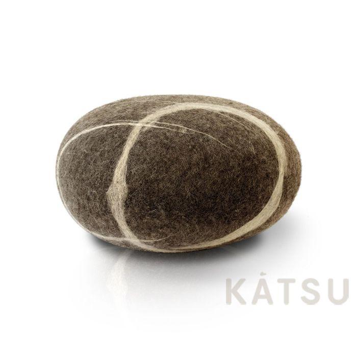 Подушка-камень для медитации. Сделана вручную из натуральной шерсти. Без швов. Внутри наполнена холлофайбером. Мягкая и упругая. Легко принимает изначальную форму после сжатия. Рисунки прожилок копируют саму природу, создавая иллюзию настоящего камня. Изготавливается по индивидуальному заказу. Цвета могут быть подобраны по индивидуальному желанию заказчика. Размерный ряд: от 35 до 50см. Идеальна для: *Медитации