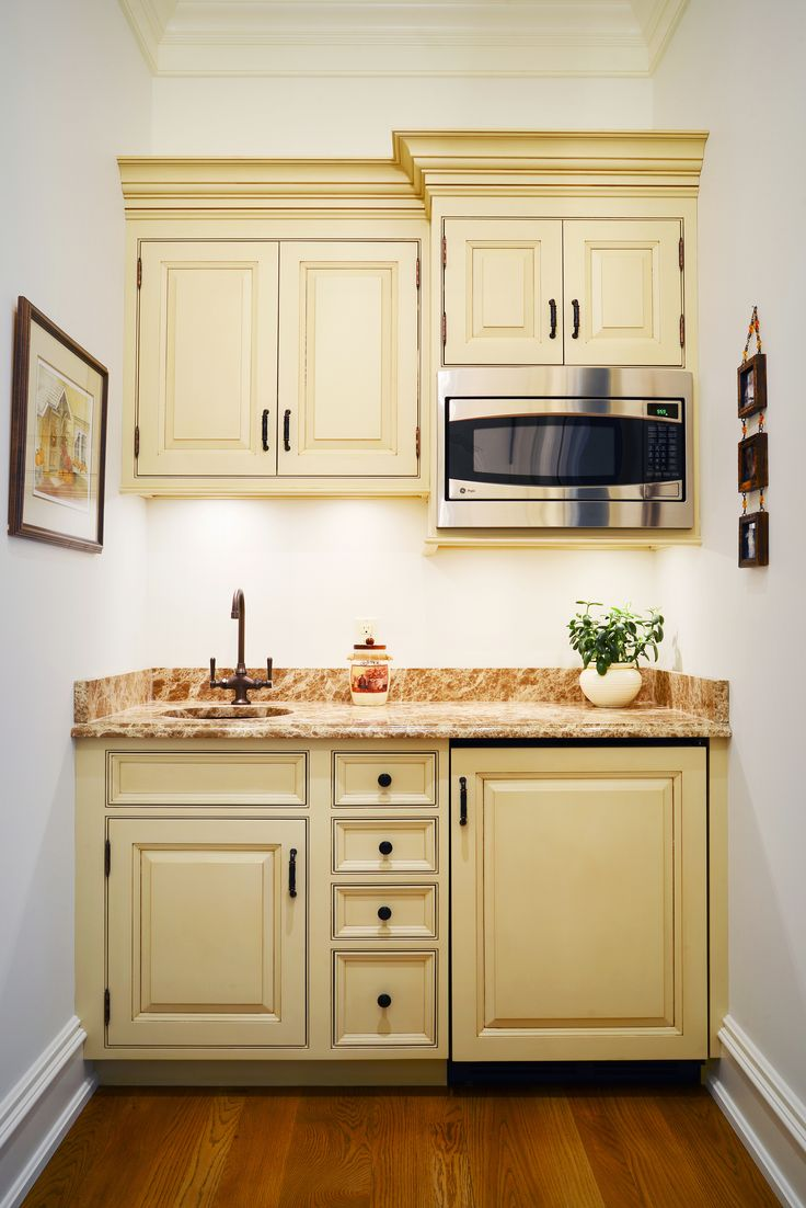 Kitchenette  - traditional cabinets