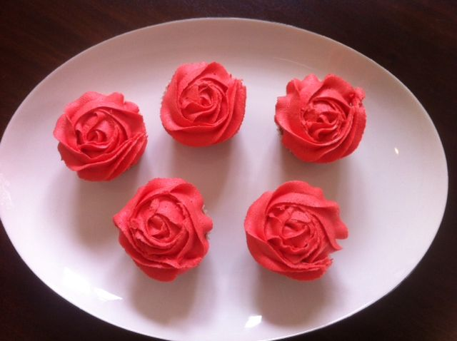 Red Rose Cupcakes by Alana Rose Cakes
