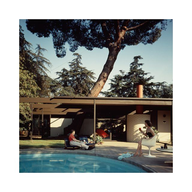 #architecture  The Bass House photographed by Julius Shulman in 1958 in Altadena California.  #mood #instamood #inspirational #inspiration #mood #California #50s #architect #californie #usa #friday  #swimmingpool #piscine #weekend #tgif #getaway #travel #style #instastyle #instagood #picoftheday