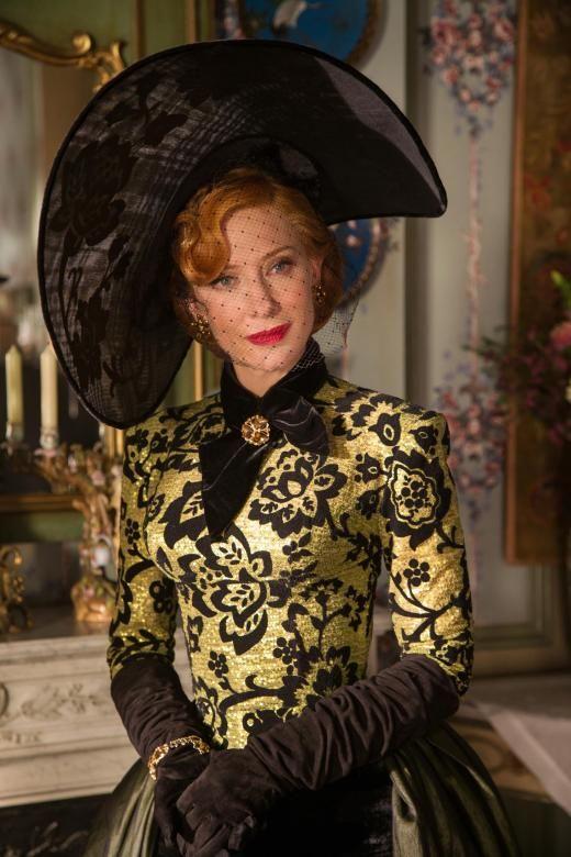Die Stiefmutter wird von Cate Blanchett gespielt.