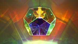 Enten elsker eller hader den. Minder mig lidt om Olafur Eliassen pga. legen med lys og farver. (Mikroudgave af dem der hænger i operahuset;-))Ved ikke om den måske bliver for lille... Pris 3295