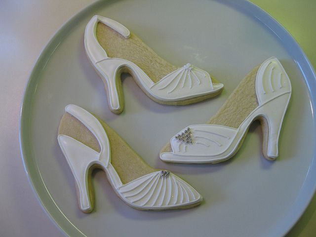 wedding shoe cookies...SO cool!!!