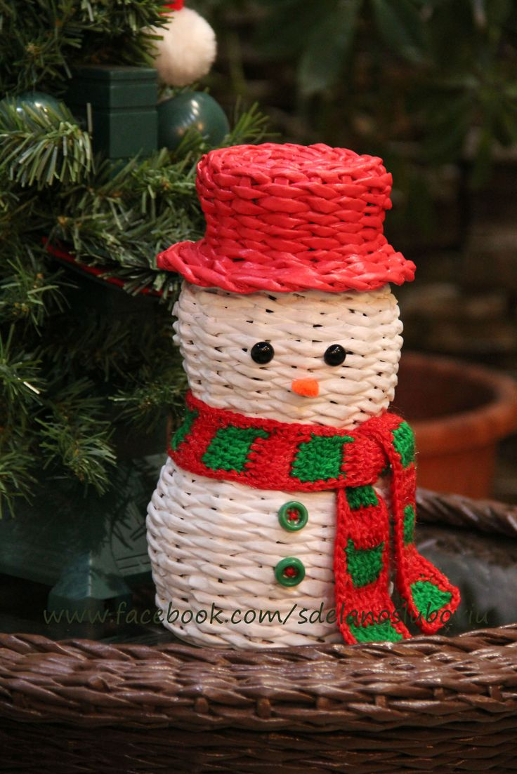 Снеговик из газетных трубочек