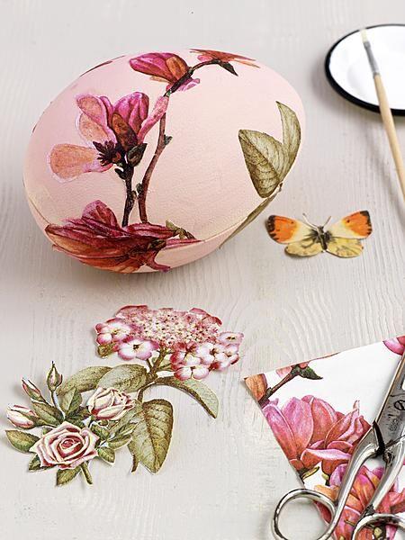 Een ei om iets moois in te bewaren: dit doosje versierd met botanische prints is een heel bijzonder cadeau. Werkwijze: • Schilder een ei van piepschuim zachtroze met acrylverf en een sponskwastje. • Kopieer bloemenprints uit een botanisch boek, knip ze uit en plak ze met dunne, transparante lijm (Mod Podge) op het ei. Alle...