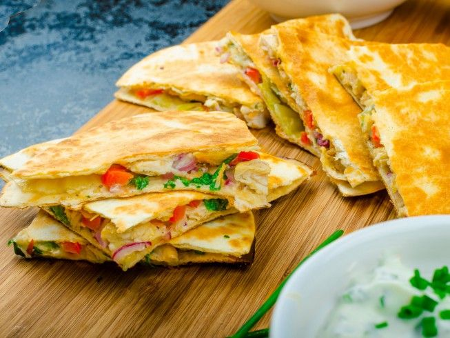 A 5-star recipe for Applebee's Chicken Quesadilla Grande made with shortening, flour tortillas, chipotle pepper sauce, grilled chicken, lettuce, sour cream
