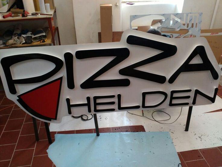 3D logo bočně prosvětlené