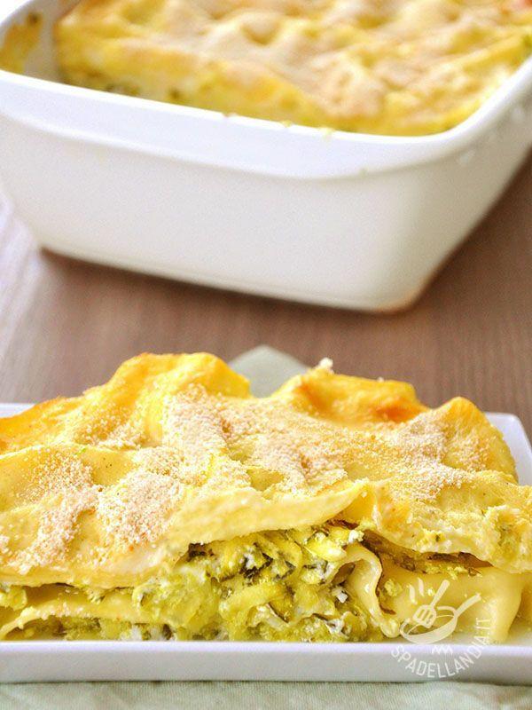 Lasagne alle zucchine e fiocchi di formaggio - Lasagna with zucchini and cheese flakes #lasagneallezucchine #lasagnealformaggio #zucchinilasagna #cheeselasagna